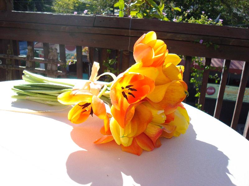 tangerine-tulips-and-callas
