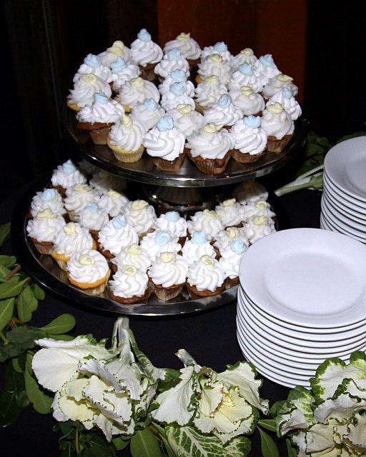 blue-yellow-cupcakes